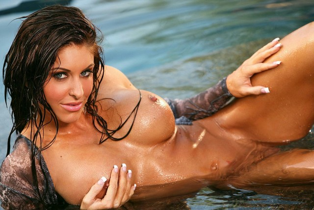 Скачать обои мокрая, загорелая, бассейн, девушка, девушки, красивая в разре