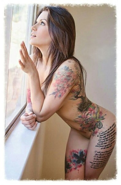 nude-women-with-sexy-tattoos-between-their-legs