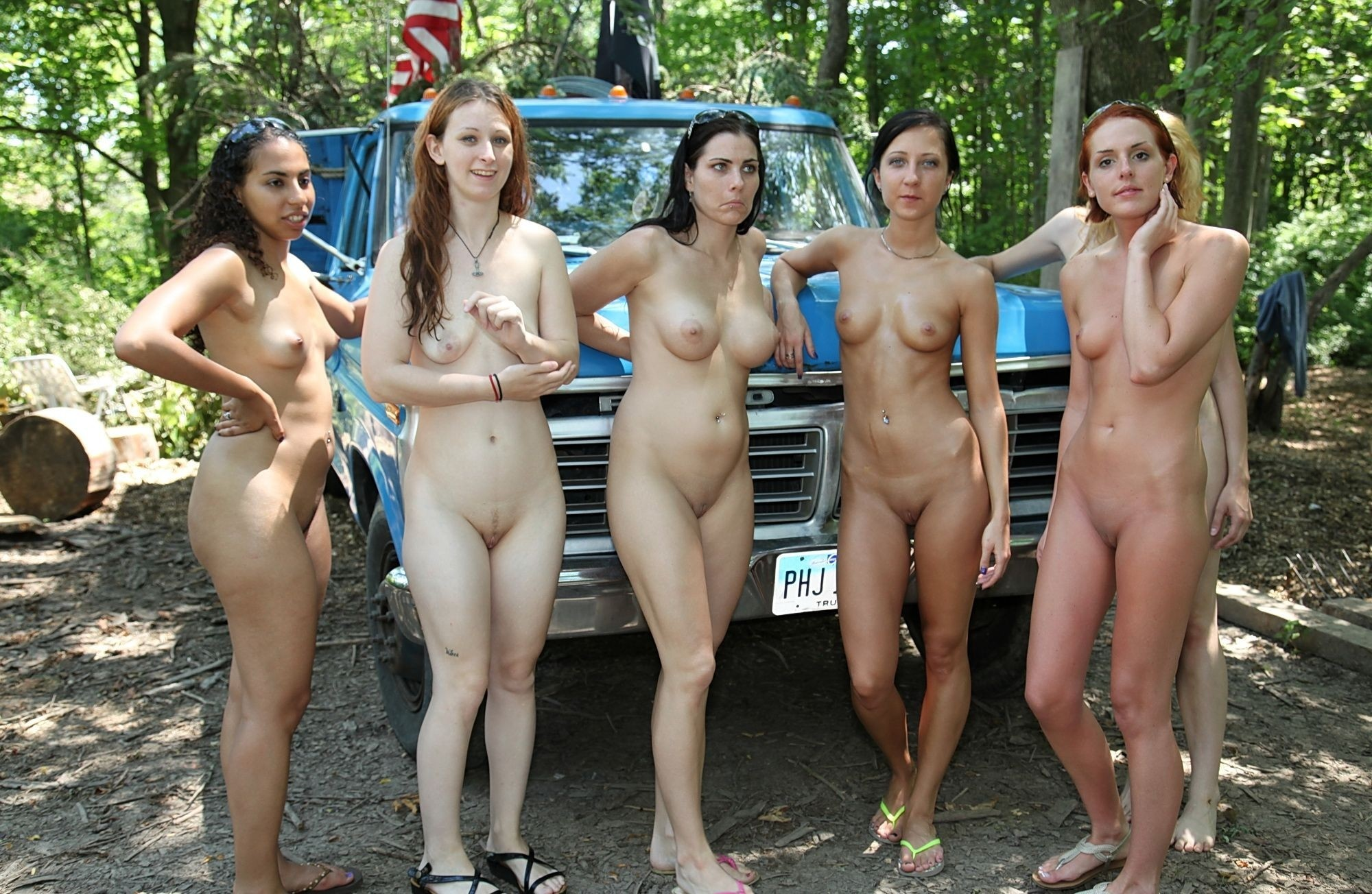 yonge-nacked-girls